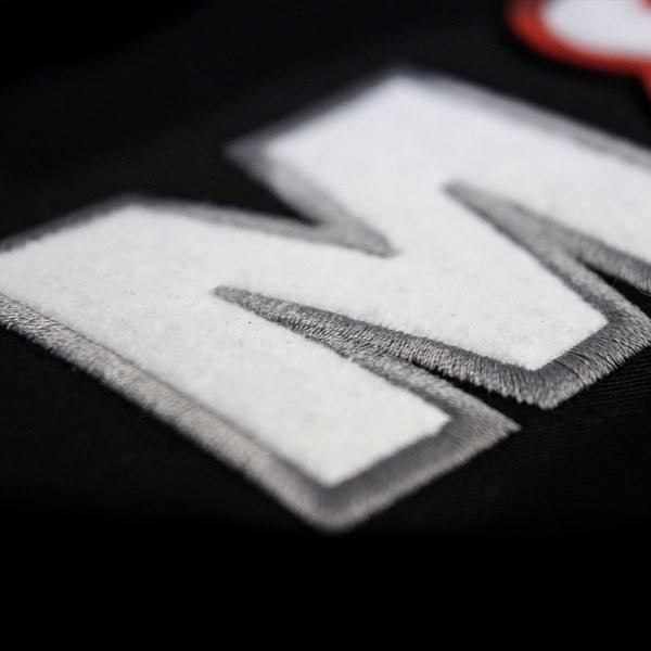 Sickapplikation, Buchstaben Lasergeschnitten Buchstabgen durch Steppstich zubestickt
