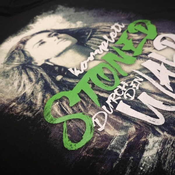merch_and_fashion_greeen_stoned_digitaldruck